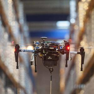 Drone in a GEODIS warehouse