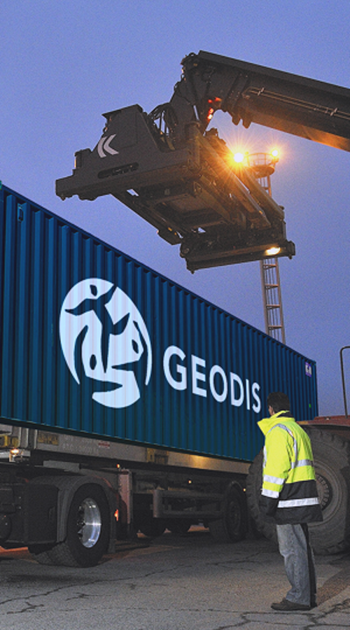 GEODIS containers get out from a truck
