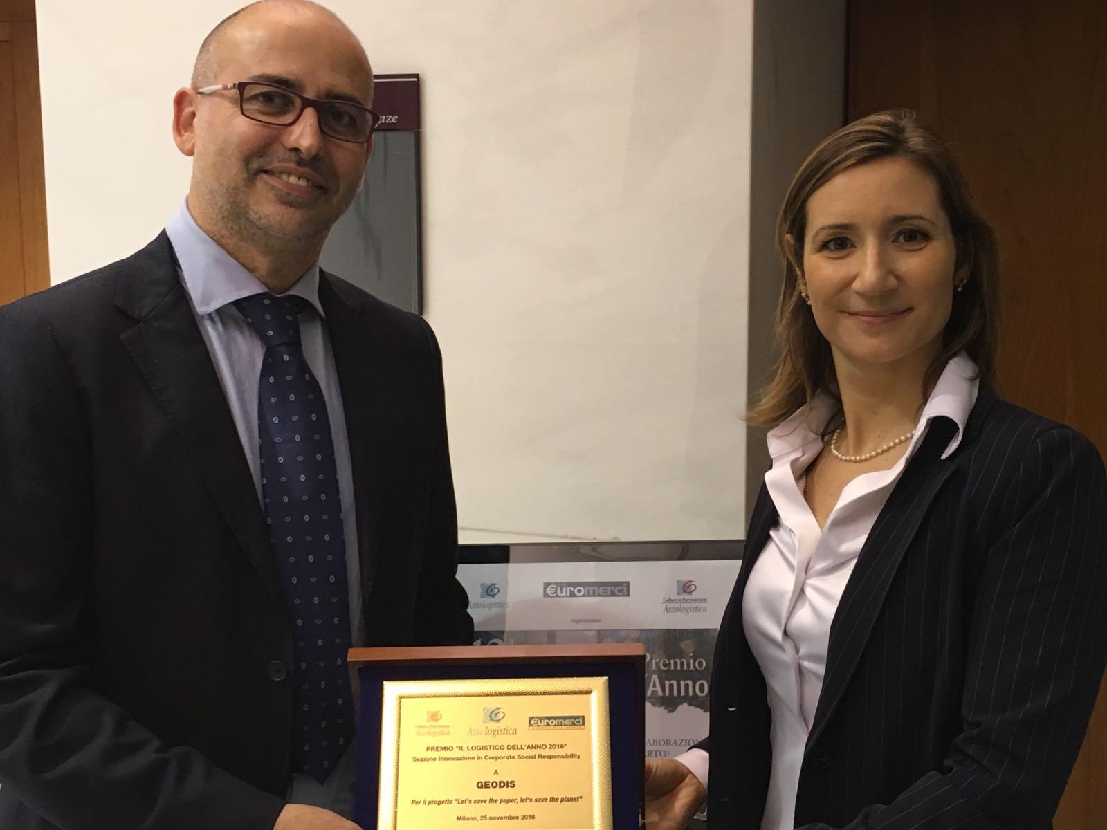 Pamela Calderoli receiving the award